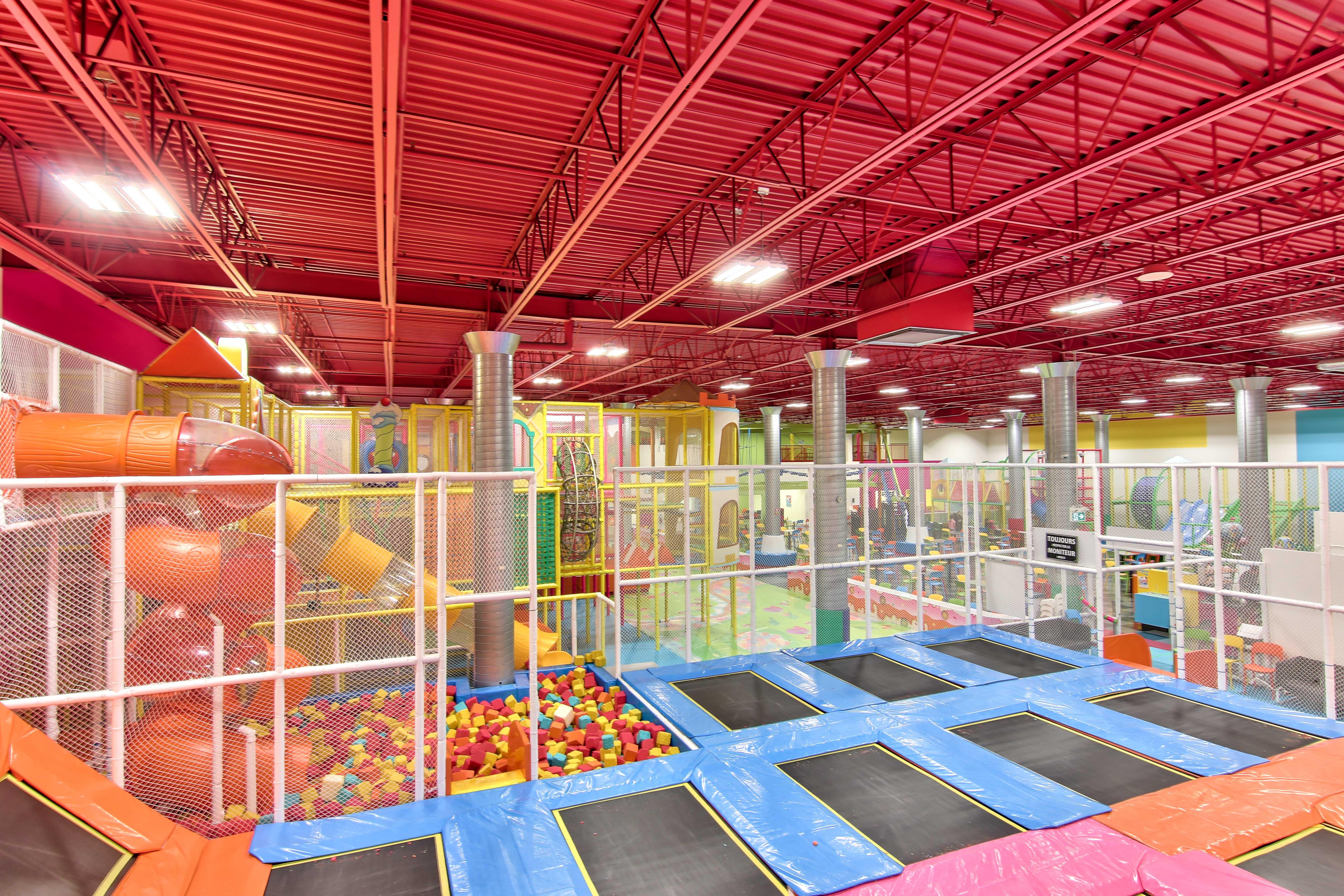Trampolines intérieur, centre d'activité intérieur, Trampolines Blainville, dépense d'énergie, activité enfant, centre amusement